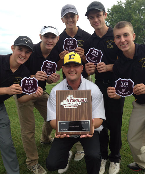 golf team holding an awards plaque